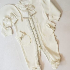 butikvav dantelli hastanecikisi 300x300 - Dantelli Taşlı Süslü Kız Bebek Hastane Çıkışı Tulum Seti