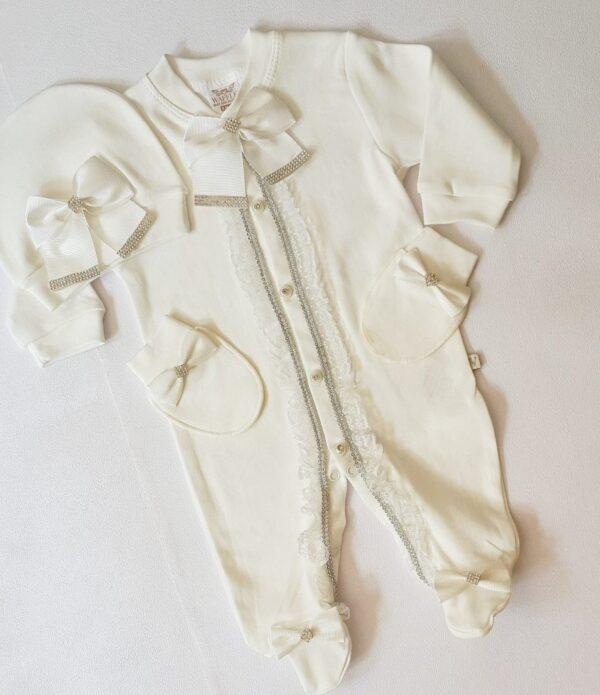 butikvav dantelli hastanecikisi 600x695 - Dantelli Taşlı Süslü Kız Bebek Hastane Çıkışı Tulum Seti
