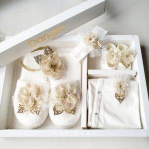 Kız Bebek Çiçek Süslemeli 5li Lohusa Terlik Taç Seti Kopya 01 300x300 - Kız Bebek Çiçek Süslemeli 5'li Lohusa Terlik Taç Seti - Gold