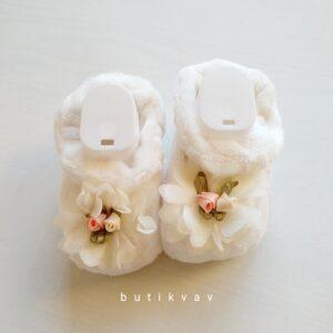 YenidoğanKız Bebek Çicek Süslemeli Peluş Panduf 01 300x300 - Yenidoğan Kız Bebek Çicek Süslemeli Peluş Panduf