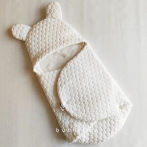 kiz bebek citcitli fluffy kundak 0 6 ay kopya 01 300x300 - Bebitof Bebek Çıtçıtlı Fluffy Kundak 0-6 ay Krem